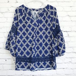 Crown & Ivy Blue White Top Geometric Flutter Cuff Crochet Detail New Size Small